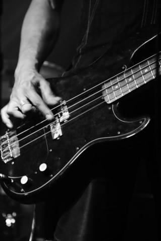 Bass gtr & fingers